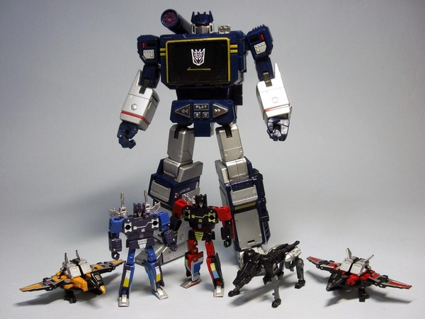 Takara-Tomy-Transformers-Masterpiece-Soundwave-Laserbeak-Rumble-Ravage-Frenzy-and-Buzzsaw-Image__scaled_600.jpg