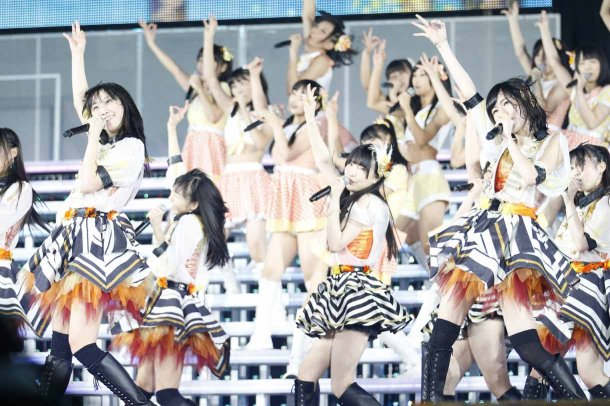 Highlights from AKB48′s Five-Dome Tour [Nagoya Dome Day 1] (18)