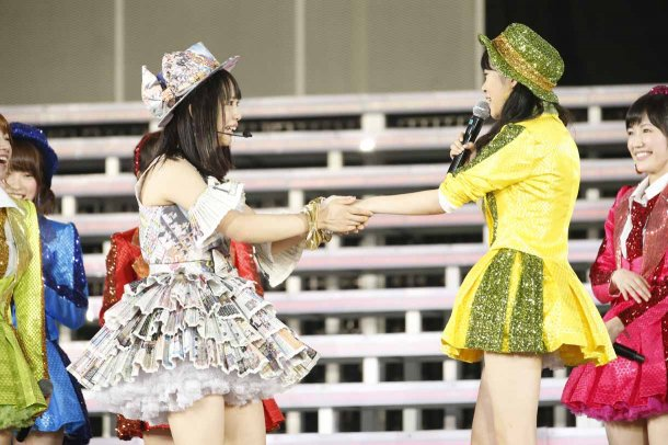 Highlights from AKB48′s Five-Dome Tour [Nagoya Dome Day 1] (19)