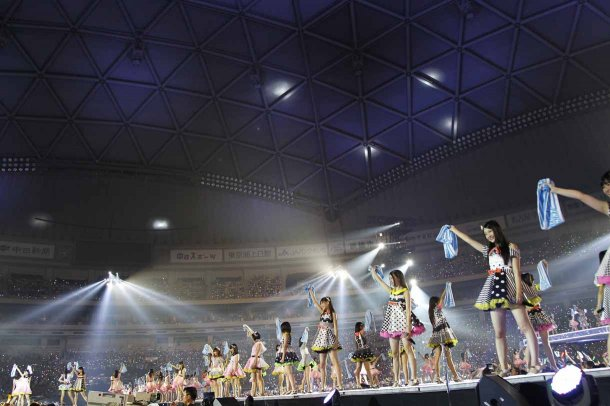 Highlights from AKB48′s Five-Dome Tour [Nagoya Dome Day 1] (2)