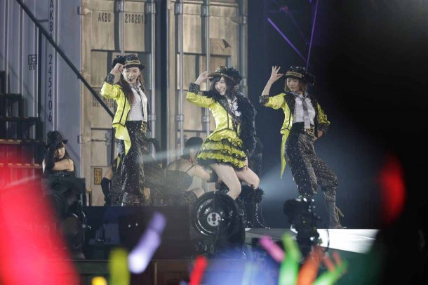 Highlights from AKB48′s Five-Dome Tour [Nagoya Dome Day 1] (3)