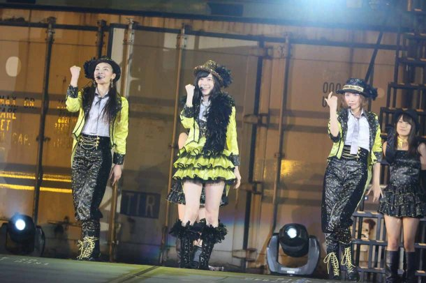 Highlights from AKB48′s Five-Dome Tour [Nagoya Dome Day 1] (4)