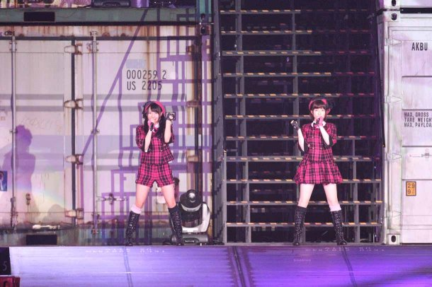 Highlights from AKB48′s Five-Dome Tour [Nagoya Dome Day 1] (6)