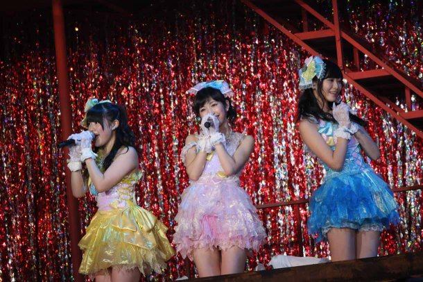 Highlights from AKB48′s Five-Dome Tour [Nagoya Dome Day 1] (9)