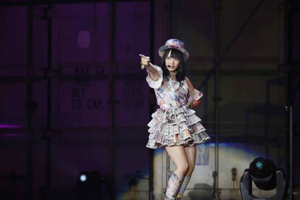 Highlights from AKB48′s Five-Dome Tour [Nagoya Dome Day 2] (3)