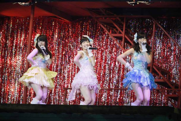 Highlights from AKB48′s Five-Dome Tour [Nagoya Dome Day 2] (4)