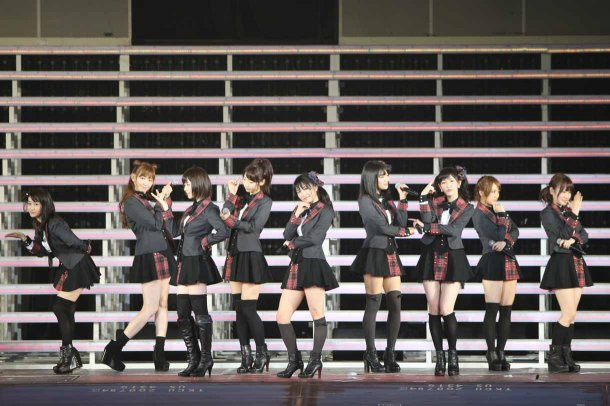 Highlights from AKB48′s Five-Dome Tour Osaka Dome Day 1 (16)