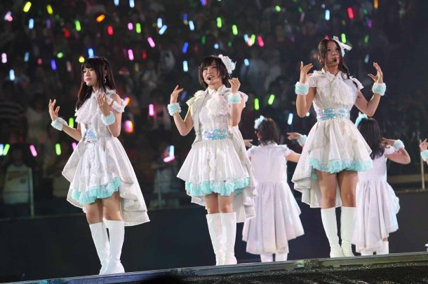 Highlights from AKB48′s Five-Dome Tour Osaka Dome Day 1 (18)