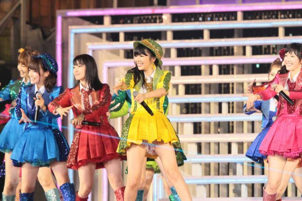 Highlights from AKB48′s Five-Dome Tour Osaka Dome Day 1 (2)