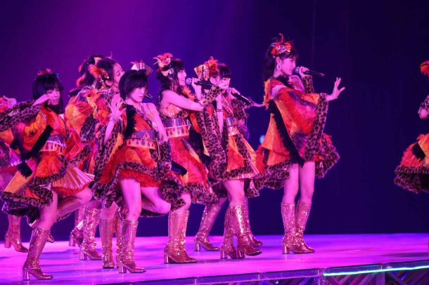 Highlights from AKB48′s Five-Dome Tour Osaka Dome Day 1 (4)