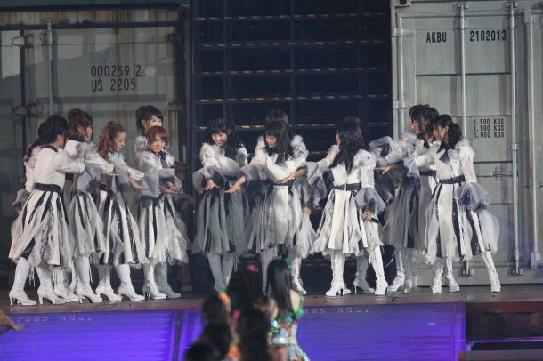 Highlights from AKB48′s Five-Dome Tour Osaka Dome Day 1 (5)