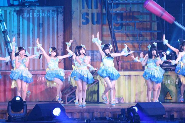 Highlights from AKB48′s Five-Dome Tour Osaka Dome Day 1 (9)